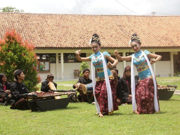 Juara II Tari Tradisi FLS2N Provinsi